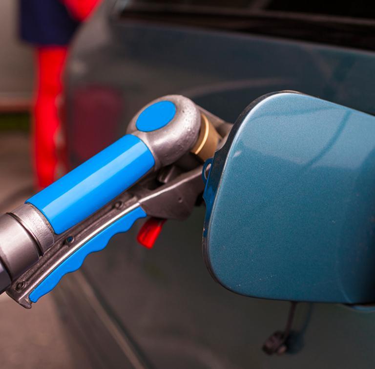 nalewanie paliwa